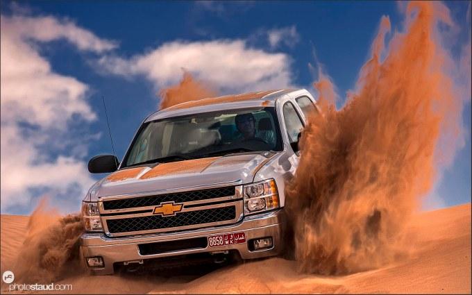 4x4 Offroad stuck in the sand of Wahiba Sands, Al Sharqiya, Oman