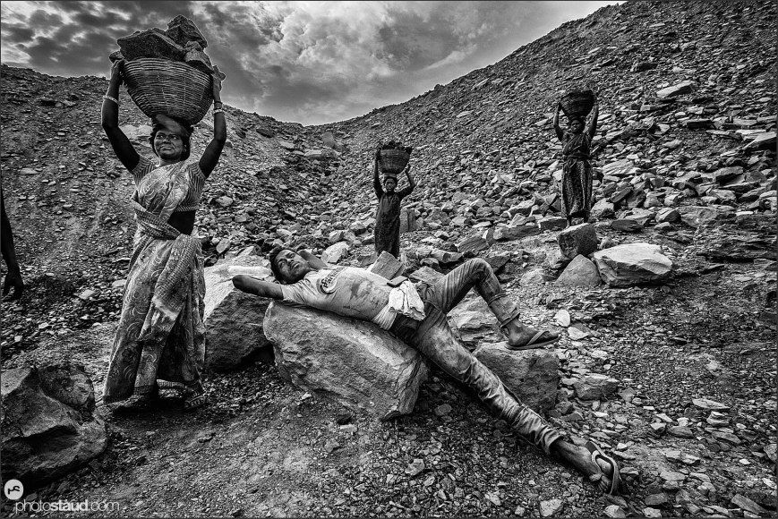 Stealing coal in Dhanbad coal mines